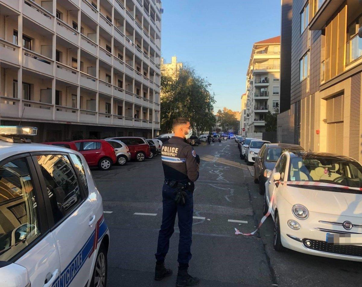 Fransa da, Yunan Ortodoks kilisesine saldırı #1
