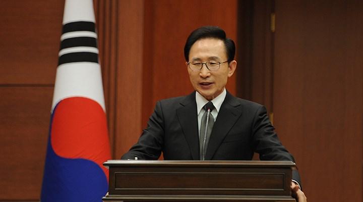 Güney Kore'nin eski Devlet Başkanı Lee yolsuzluktan cezaevine girdi