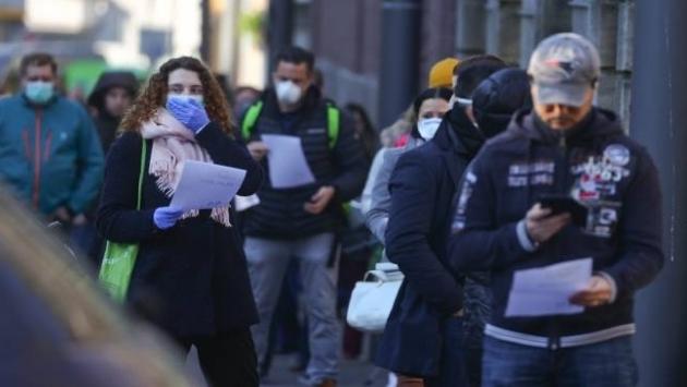 Kovid-19 İngiltere'de 4 haftalık sokağa çıkma yasağı ilan ettirdi