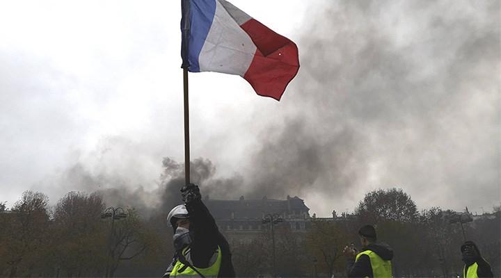 Laiklik bayrağı kimin elinde?