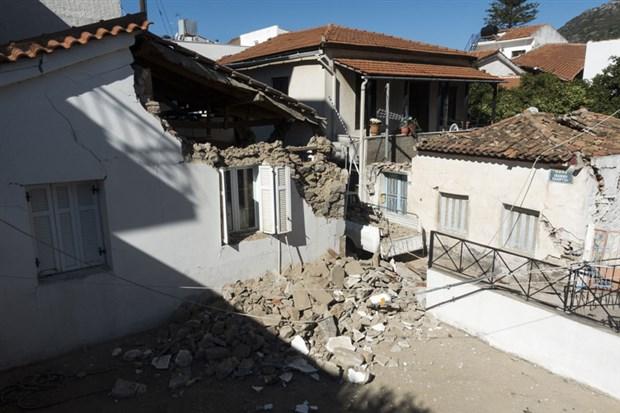 sisam-adasi-nda-depremin-yikici-boyutu-ortaya-cikti-300-ev-ve-70-den-fazla-is-yerinde-hasar-var-800148-1.