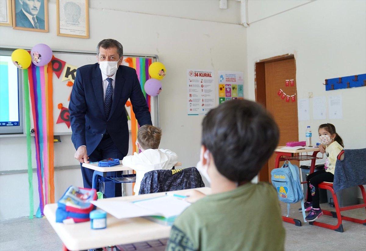 Yüz yüze eğitim ne zaman başlıyor? 12 Ekim de hangi sınıflar okula gidecek? #1