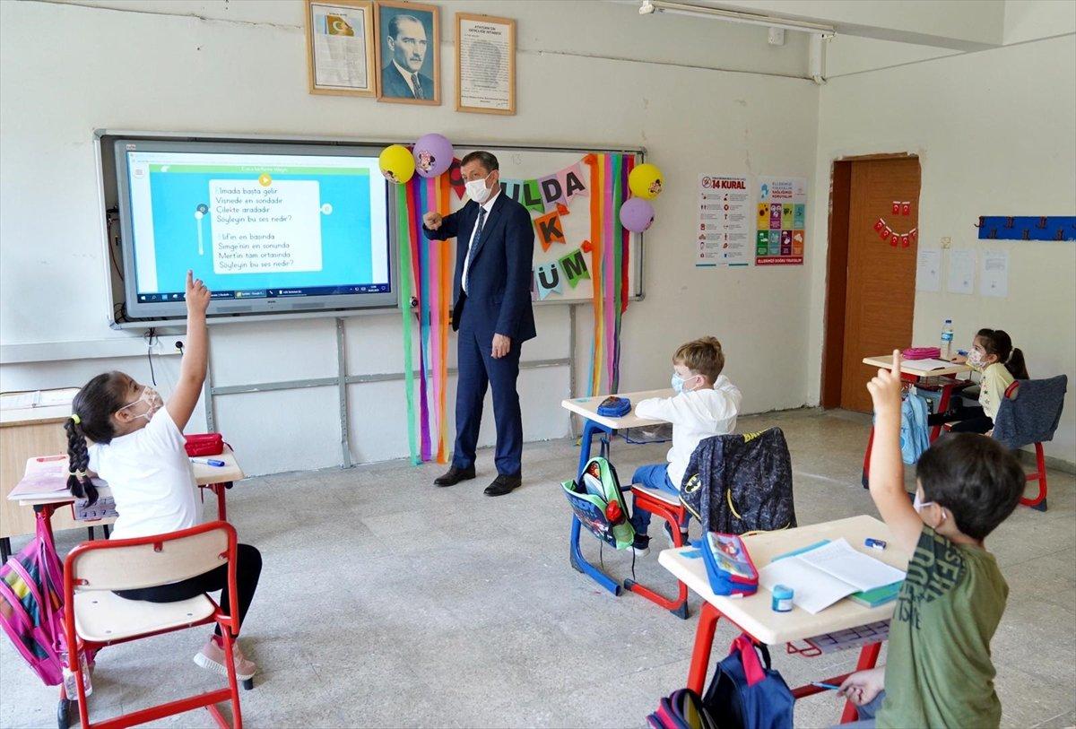 Yüz yüze eğitim ne zaman başlıyor? 12 Ekim de hangi sınıflar okula gidecek? #2