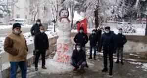3 metrelik dev kardan adam ilgi odağı oldu