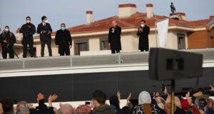 Bakan Soylu ve Kurum deprem konutları anahtar teslim törenine katıldı