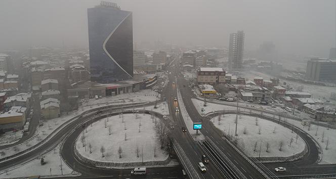 İstanbul'da etkili olan kar yağışı drone ile görüntülendi