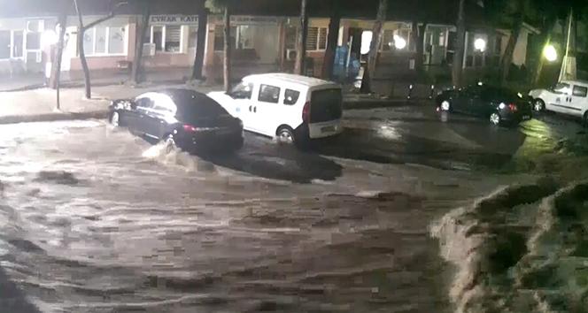 Manisa'da sel felaketinin şiddeti güvenlik kamerasına yansıdı