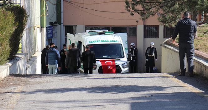 Acılı ailelerin adli tıp önündeki acı bekleyişi sürüyor
