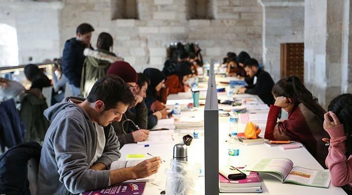 İBB'den 63 bin 236 üniversiteliye eğitim yardımı