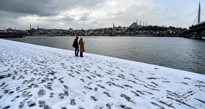 İstanbul'da kar şehri terk ediyor
