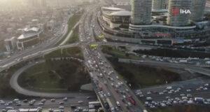 İstanbul'da trafik yoğunluğu drone ile görüntülendi