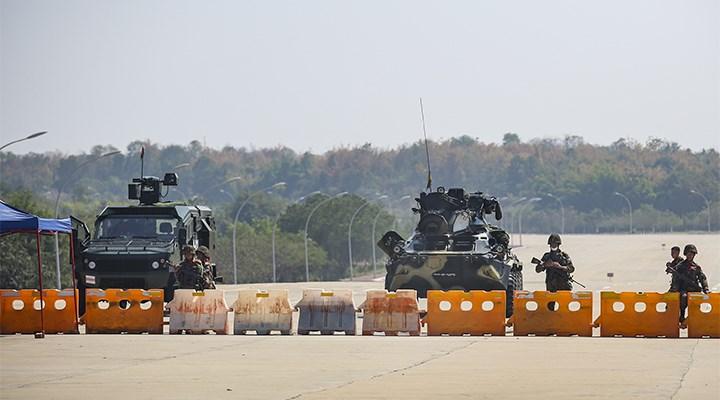 Myanmar ordusu, tüm uçuşları askıya aldı