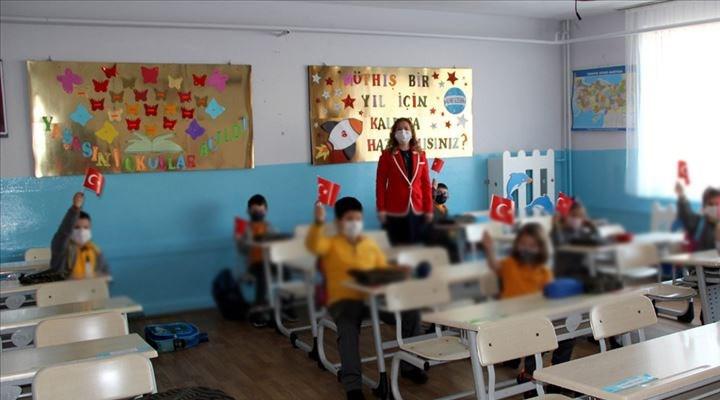 Prof. Dr. Özlü: Vakaların düşük olduğu bölgelerde okullar 'hibrit eğitim'le başlayabilir