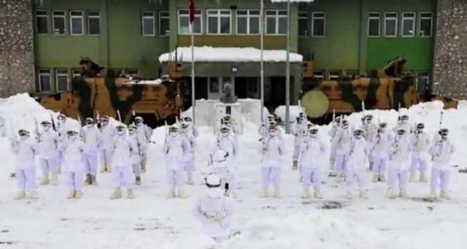 Tunceli'de jandarma komandolardan 'Her yerde ben varım' mesajı
