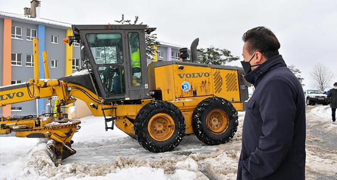 Tuzla'da saatlerce mahsur kalan araçları Tuzla Belediyesi ekipleri kurtardı
