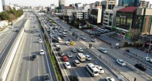 Kısıtlama saati değişti, trafikte yoğunluk erkenden başladı