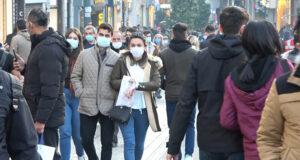 Taksim'de sokağa çıkma kısıtlaması öncesi insan seli