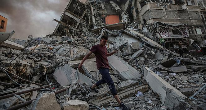 İsrail saldırılarının hedefi Gazzede yıkım görüntülendi