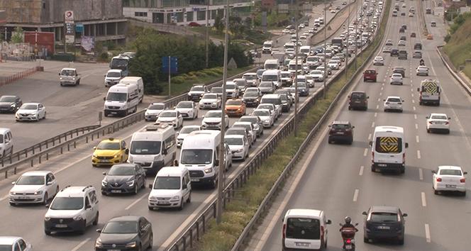 İstanbul'da tam kapanmada hafta sonu öncesi trafik yoğunluğu
