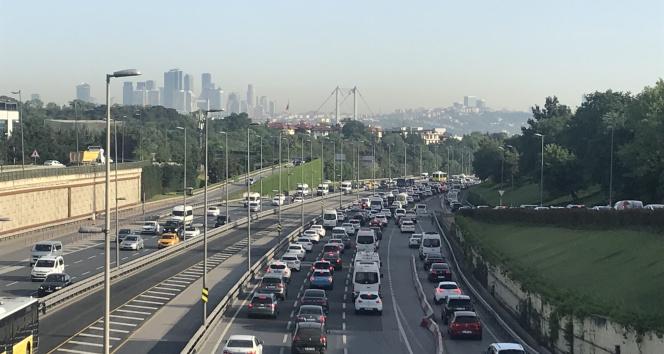 İstanbul'da trafik yoğunluğu yüzde 70 seviyesine ulaştı