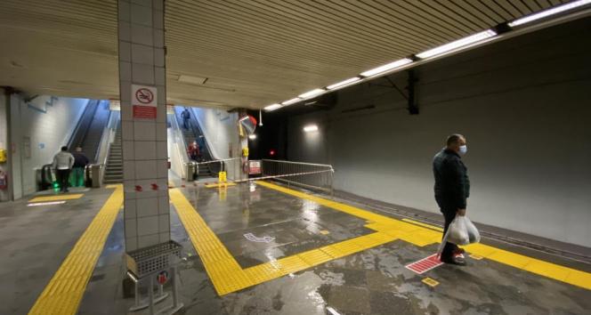 İstanbul Metrosunun tavanı aktı