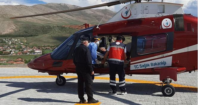 Kalp krizi geçiren ambulans helikopterle hastaneye kaldırıldı