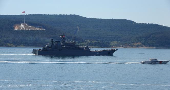Rus savaş gemisi 'Alexander Otrakovsky' Çanakkale Boğazı'ndan geçti