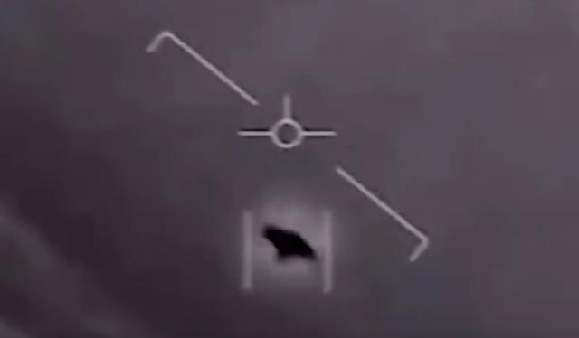 Çin'de üçgen şeklinde bir ufoya ait olduğu iddia edilen görüntüler tartışma yarattı