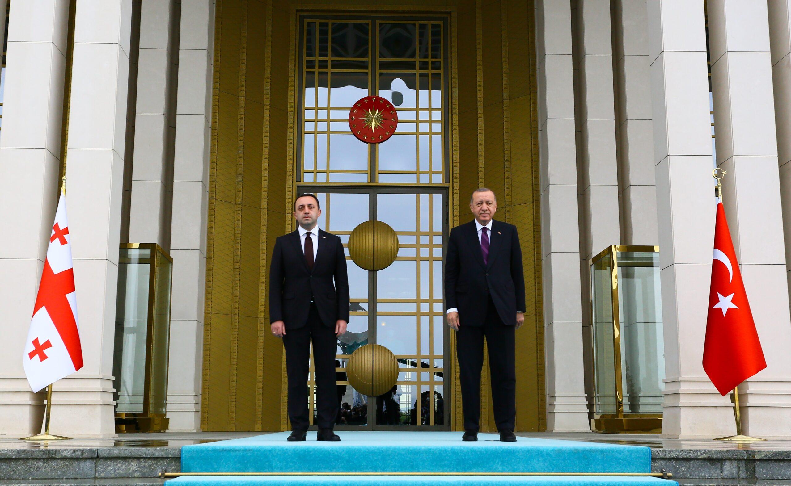cumhurbaskani-erdogan-gurcistan-basbakani-garibashvili-yi-resmi-torenle-karsiladi-60b67a4d83abd