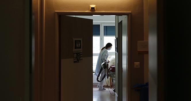 Türkiye'de son 24 saatte 7.112 koronavirüs vakası tespit edildi
