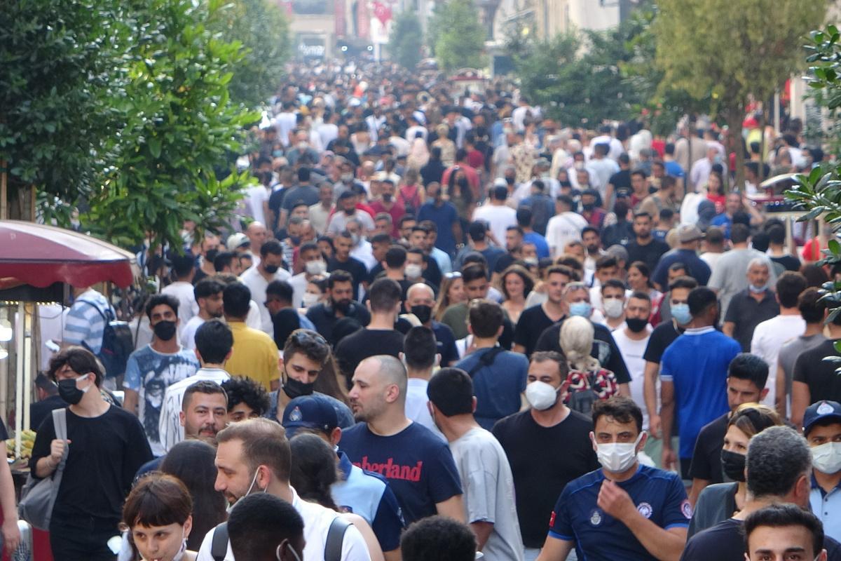 Bayram arifesinde Taksim'de yoğunluk