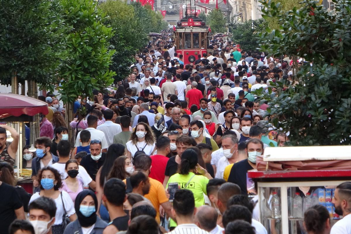 Bayramın son gününde Taksim'de yoğunluk oluştu
