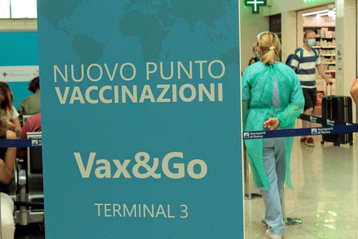 İtalya'da son 24 saatte 5 bin 696 yeni vaka