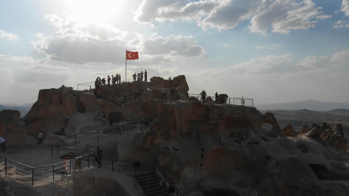 Kapadokya'nın simgelerinden Uçhisar Kalesi yeniden ziyarete açıldı