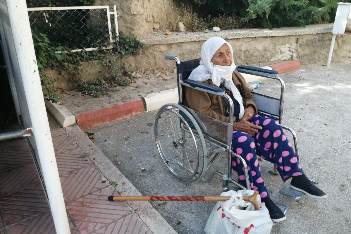 87 yaşındaki alzaymır hastası kadını otobüsten alan olmadı