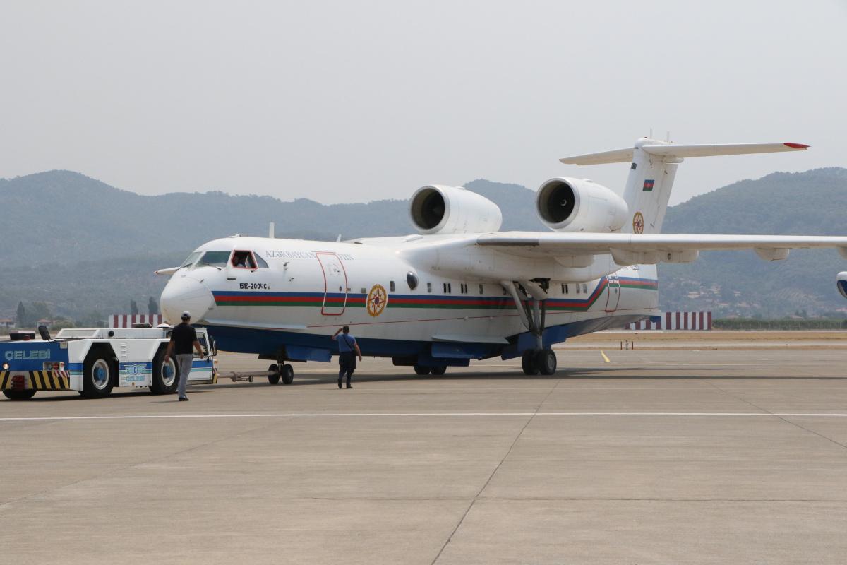 Azerbaycan'dan gelen amfibi yangın söndürme uçağı çalışmalara başladı