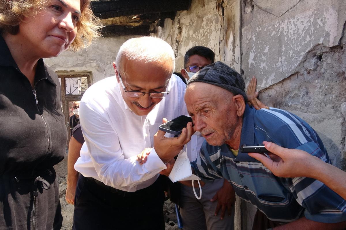 Cumhurbaşkanı Erdoğan, yangın bölgesindeki yaşlı amcayla telefonda konuştu
