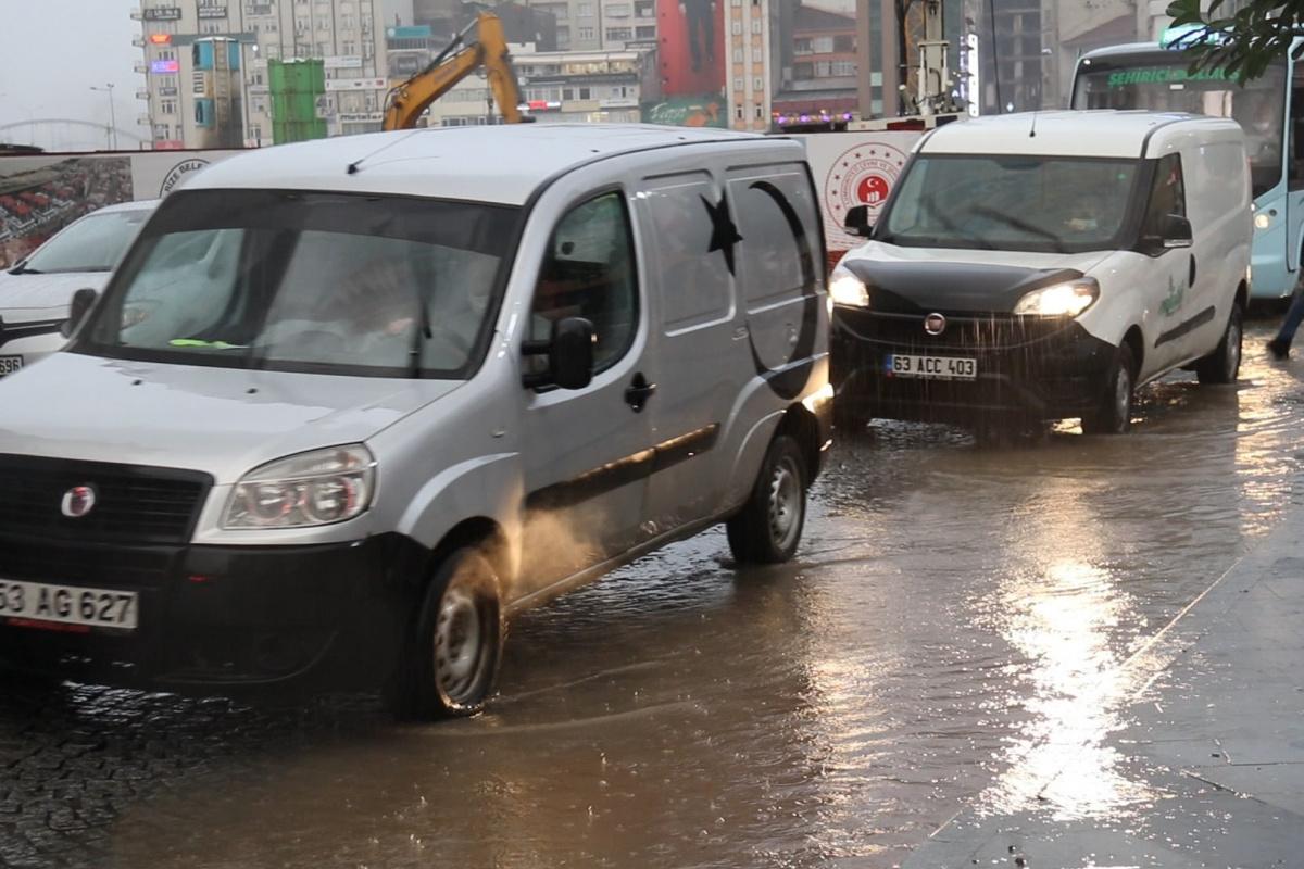 Rize'de sağanak yağış etkili oldu