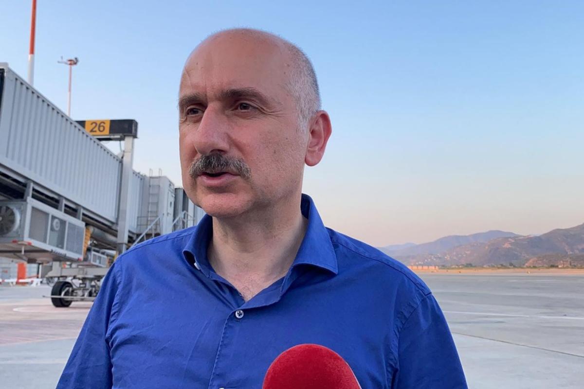 Ulaştırma Bakanı Karaismailoğlu: 'Dalaman Havalimanı'nda bir olumsuzluk söz konusu değil'