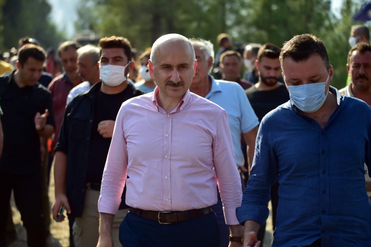 Ulaştırma Bakanı Karaismailoğlu: 'En kısa sürede afetin izlerini ortadan kaldıracağız'