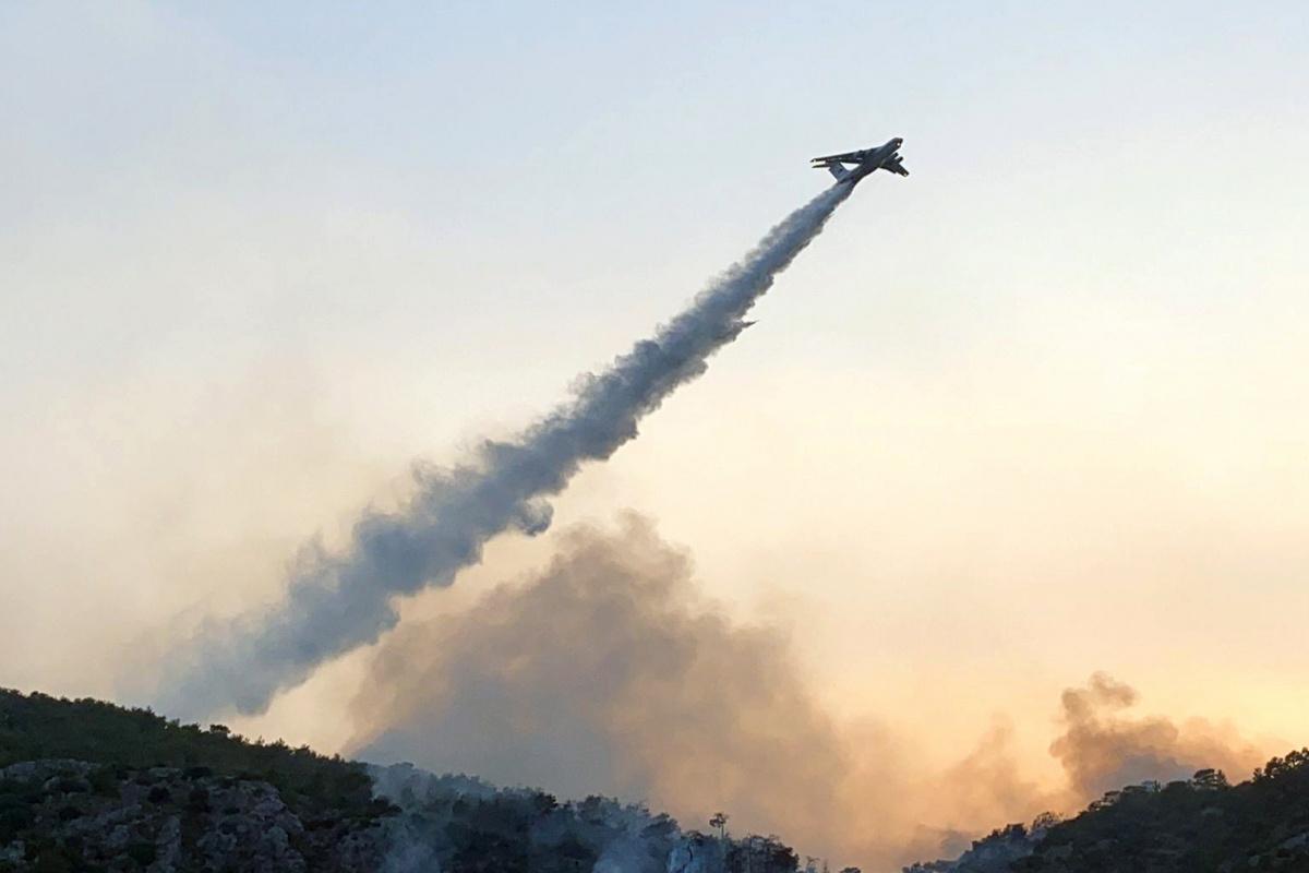 Yunanistan'daki yangınlara Türkiye'den uçak desteği