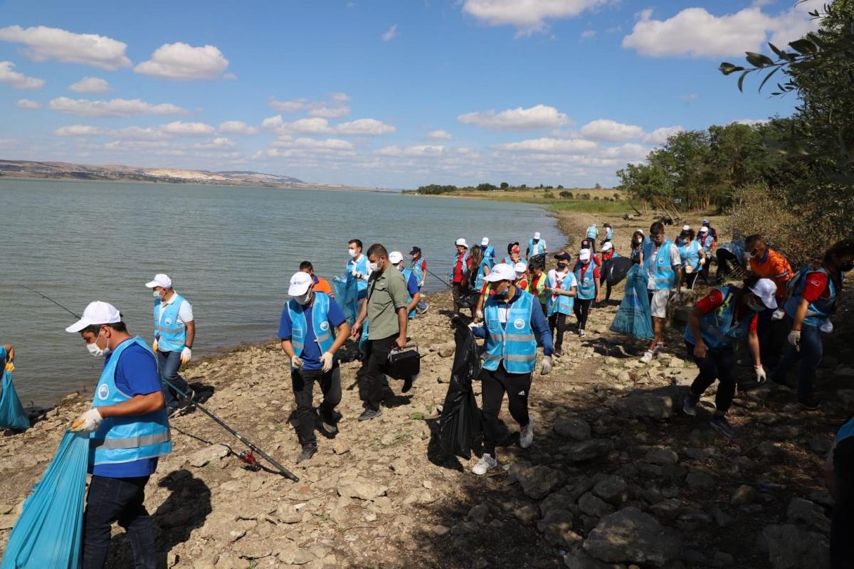 İstanbul'un içme suyu havzasını çöplüğe çevirdiler