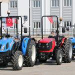 manavgat-yangininda-traktorleri-yanan-16-aileye-son-model-yeni-traktor