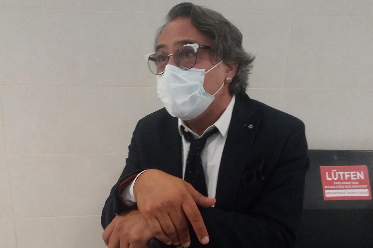 Modacı Barbaros Şansal, 3 yıla kadar hapis istemiyle yargılandığı davada hakim karşısına çıktı